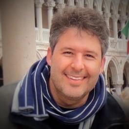 Dr Fábio Batistuta de Mesquita Médico